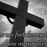 Imágenes de cruz negra de luto con frases para compartir un mensaje de aliento
